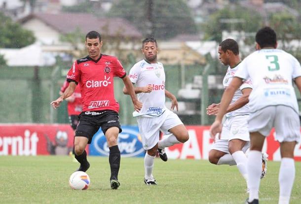 Diogo Oliveira comandou a vitória Xavante. Foto: Carlos Insaurriaga.