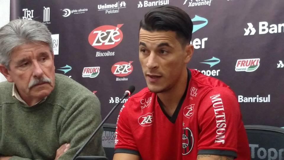 Jonatas Belusso é apresentado no Bento Freitas