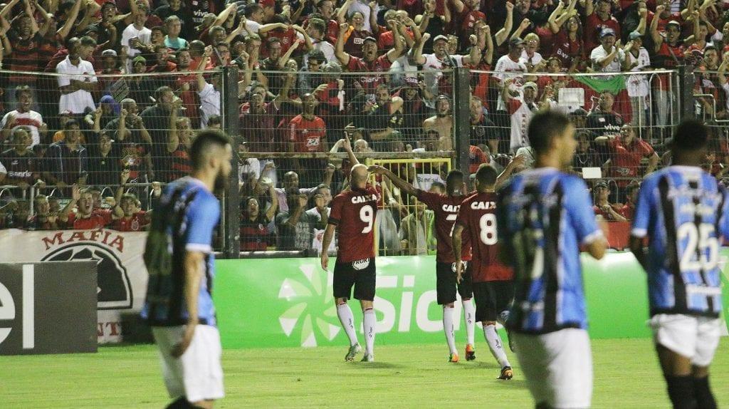 Com Bento Freitas lotado, Brasil empata com o Grêmio